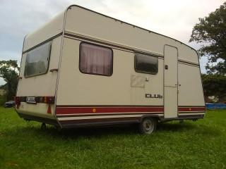 lehký karavan (celková hmotnost 850kg)